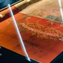 Museo de la Memoria exhibe bandera presidencial rescatada de La Moneda después del golpe de Estado