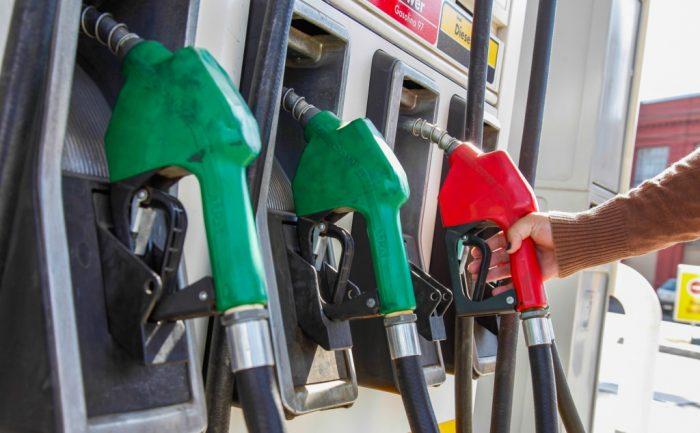 Hacienda anticipa nueva baja en precios de los combustibles