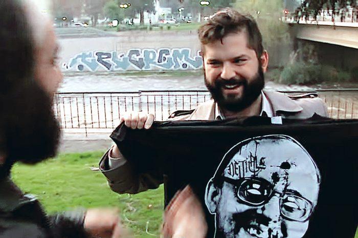Sancionan a Gabriel Boric con descuento del 5% de su dieta por episodio de la polera de Jaime Guzmán