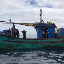 Armada chilena captura barco peruano en zona exclusiva del país