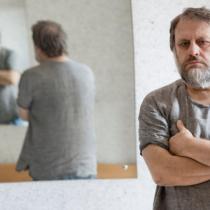 """Slavoj Žižek, una mente peligrosa: """"Solo cuando no sabemos qué hacer, podemos llevar a cabo el cambio"""""""