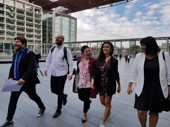 """Camila Vallejo se querella contra Gonzalo de la Carrera por noticia falsa sobre la pedofilia: """"No podemos permitir que se debilite así nuestra democracia"""""""