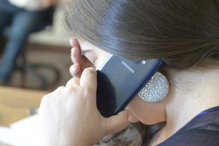 Servicio de orientación telefónica: la medida dispuesta por el SernamEG en ayuda a las mujeres víctimas de violencia durante la cuarentena