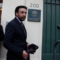 """""""Te mando una fotico de este cuerpazo"""": la denuncia que pesa sobre el ex secretario del nuncio apostólico en Chile"""