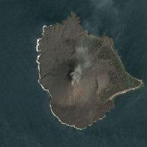 Tsunami en Indonesia: las nuevas imágenes satelitales del Anak Krakatoa que muestran la magnitud del derrumbe del volcán tras su erupción