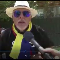 Chilenos celebran muertos en dictadura de Pinochet afuera de la embajada de Venezuela
