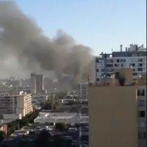 Incendio en Santiago Centro: Grandes nubes de humo se esparcen por la capital