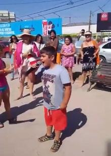 Niño rockero gana concurso playero cantando AC/DC y se viraliza en redes sociales