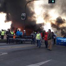 """""""Guerra de la jibia"""": pescadores se manifiestan y levantan barricadas en Talcahuano"""