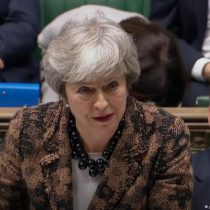 Theresa May presenta plan B: no quiere demorar el 'brexit' y seguirá negociando con opositores