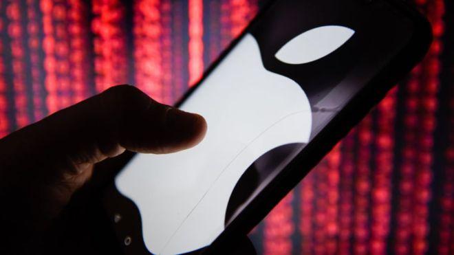 Por qué decenas de miles de personas apoyan una demanda contra Apple