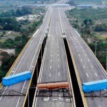 Maduro versus Guaidó: la impactante imagen que muestra el bloqueo del puente por el que se espera que ingrese la ayuda humanitaria a Venezuela