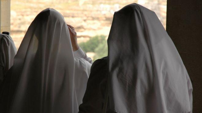 Qué se sabe de la orden religiosa francesa que denunció el papa Francisco, donde las monjas eran usadas como esclavas sexuales