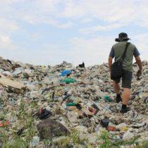 Contaminación por plástico: la ciudad asolada por 17.000 toneladas de basura llegada de todo el mundo