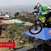 Así se siente el vertiginoso descenso a más de 60 kilómetros por hora por los cerros de Valparaíso