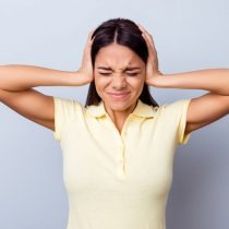 Mi vida con tinnitus, el síndrome que te hace escuchar zumbidos constantes en los oídos