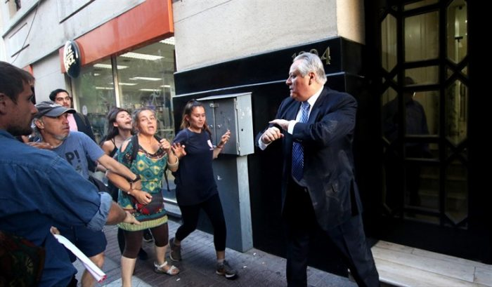 Imputadas por golpiza a presidente del TC dicen que Aróstica las agredió primero