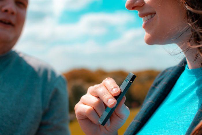 Juul y los cuestionamientos a los cigarrillos electrónicos