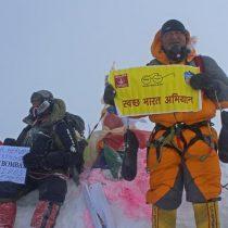 Limpiando el Everest, el vertedero de basura más alto del mundo