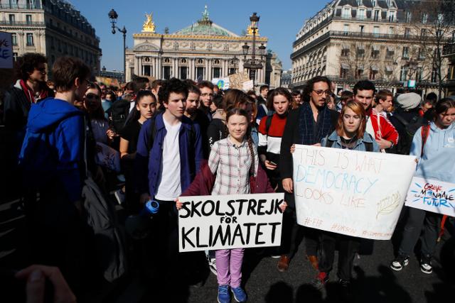 Jóvenes parisinos se suman a la revolución verde de Greta Thunberg