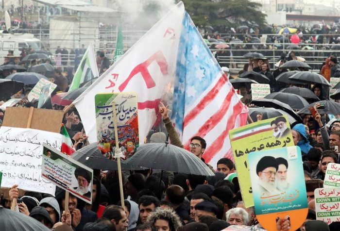 """Irán celebra aniversario de la Revolución Islámica con rechazo a """"complot"""" de EE.UU."""