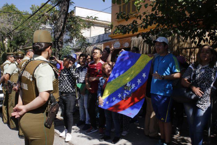 Juventud de la UDI descartó llevar al Tribunal Supremo a manifestante que lideró protestas frente a Embajada de Venezuela