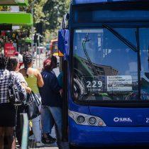 """Con celular y """"tarjeta bip familiar"""": las nuevas formas de pago del transporte público de Santiago"""