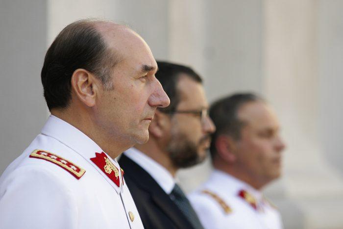 Otro ex comandante en jefe del Ejército en problemas: ministra Rutherford ordena detención de Juan Miguel Fuente-Alba