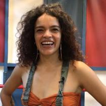 Los ritmos afros urbanos de Drenka Akini y la ruptura de la colonización del cuerpo