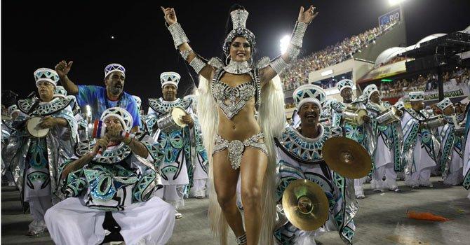 En Brasil, el carnaval primero, después la reforma de