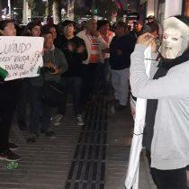 Usaron gas pimienta y un arma de electroshock: violentos incidentes entre detractores y partidiarios marca nueva funa a