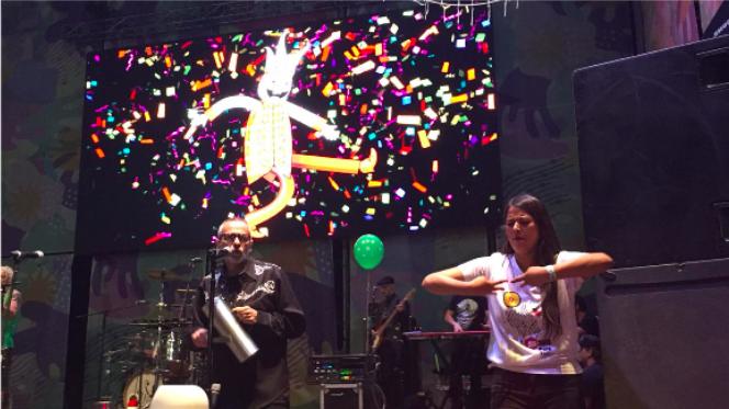 Música para todos: intérpretes de lengua de señas se suben a los escenarios