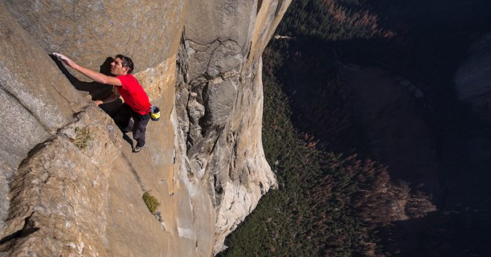 """Estrenan documental """"Free Solo"""": la hazaña del escalador Alex Honnold sin cuerda en muro El Capitán"""
