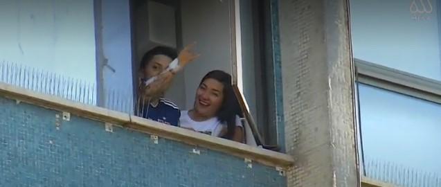 Carolina Torres se asomó a saludar a familiares y amigos en su cumpleaños