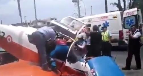 Avioneta militar cae en plena avenida en el centro de Lima