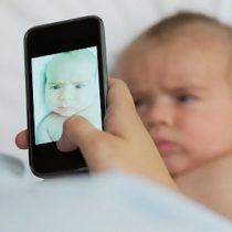 Advierten sobre los peligros de compartir videos y fotos de menores en redes sociales
