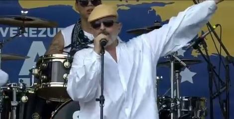 """""""Bachelet mueve tus nalgas y ven aquí"""": el fuerte mensaje de Miguel Bosé en el Venezuela Aid Live"""