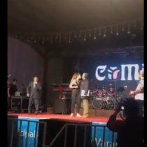 El incómodo momento vivido por la cantante Camila Gallardo con el alcalde de Puerto Varas