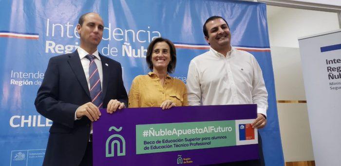 """Ola de críticas a Cubillos por mentir sobre Ley de Inclusión de Bachelet y Boric habla de """"gira de la infamia"""""""