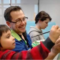 Felipe Ramírez, el profesor de arte de niños rechazados por el sistema escolar que figura entre los mejores 40 del mundo