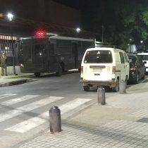 San Antonio las domó: Patricia Maldonado y Raquel Argandoña son sacadas en bus de Carabineros tras nueva funa a su show