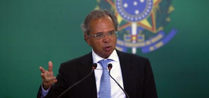 """Ministro de Bolsonaro asegura que vio a Chile """"más pobre que Cuba y Venezuela y los Chicago Boys lo cambiaron"""""""
