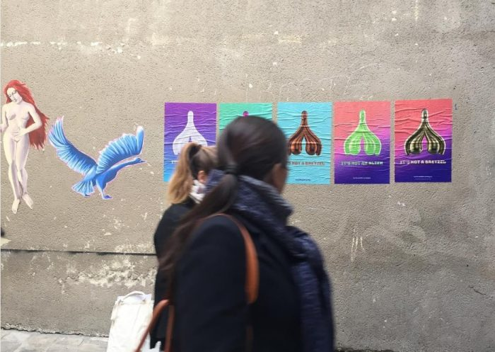 """""""No es un pretzel"""": la iniciativa feminista que busca cubrir las calles de clítoris el 8 de marzo"""