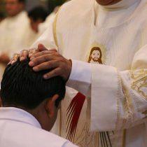 Investigan presunto suicidio: Encuentran muerto a sacerdote acusado de abusos sexuales