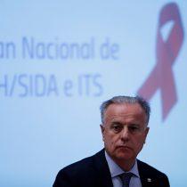 Santelices se saca los balazos con los migrantes para justificar aumento del VIH en Chile