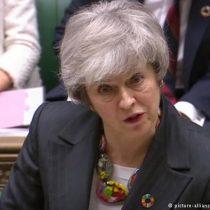 """Theresa May pide """"tiempo"""" para obtener un acuerdo sobre el """"brexit"""""""