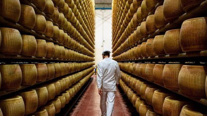 Las sorprendentes razones por las que el queso parmesano es un alimento