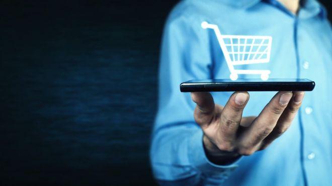 Por qué tu celular puede hacer que gastes más cuando compras por internet