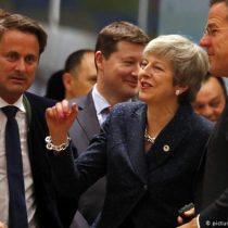 """May aceptó la propuesta de prórrogas del """"brexit"""" de la UE"""