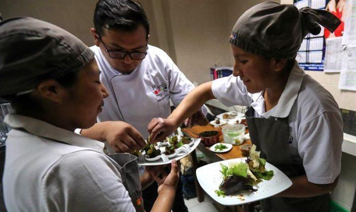 Bolivia apuesta por innovar la gastronomía con carne de llama
